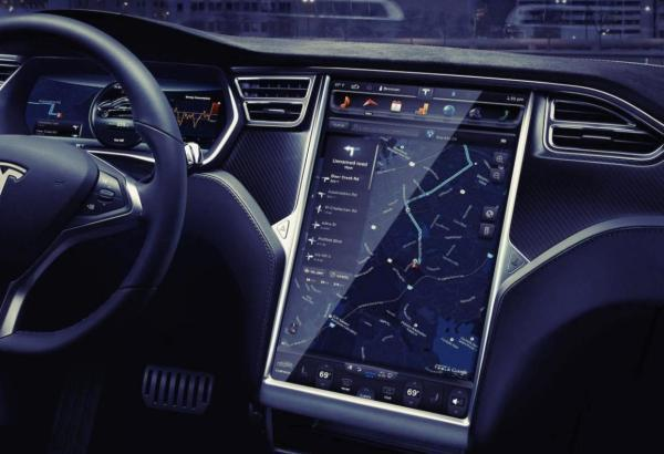 汽车正在演变成有着四个轮子的手机。
