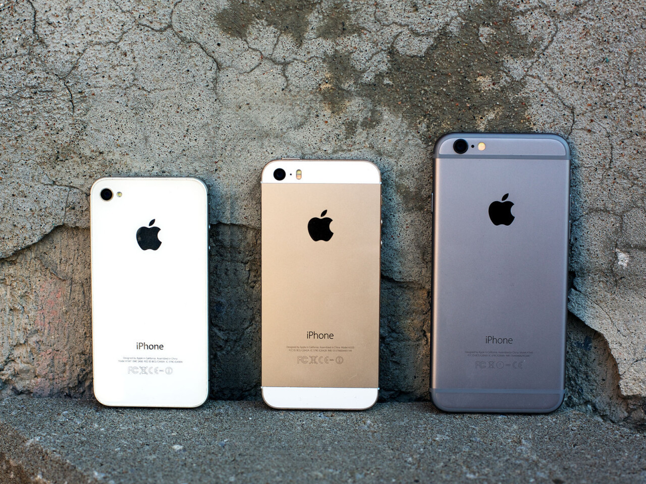 iphone-4s_iphone_5s_iphone_6_back_lineup_1.jpg